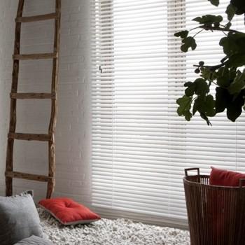 Voordelig voor ieder raam for Raamdecoratie hout